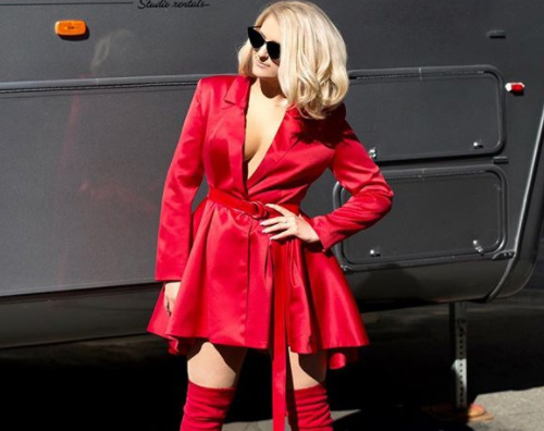 "Meghan Trainor Meghan Trainor in rosso per ""The Four"""