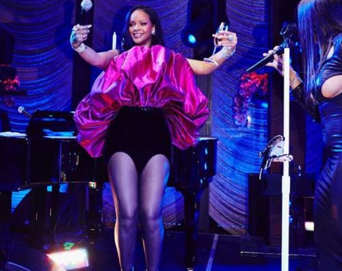 Rihanna Paris Hilton sexy al party di Rihanna