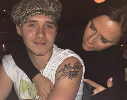 Victoria Beckham Victoria Beckham mostra fiera il tattoo di Brooklyn