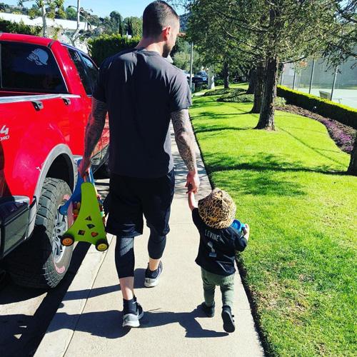 Adam Levine Adam Levine, papà premuroso della piccola Dusty Rose
