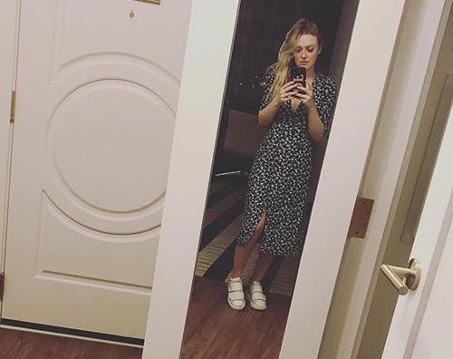Dakota Fanning Dakota Fanning chiede consiglio alla mamma sul suo outfit