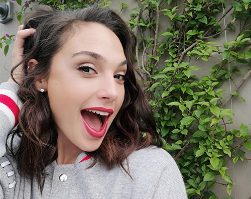 Gal Gadot saluta la primavera con un selfie