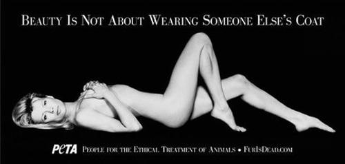 Kim Basinger Ireland Baldwin si spoglia per PETA
