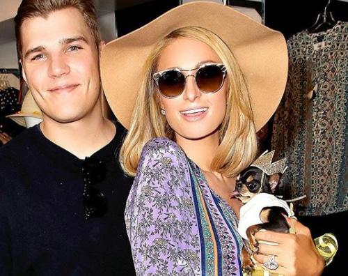 Paris Hilton fa shopping con la famiglia