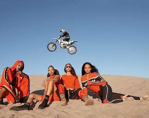 Rihanna 1 Rihanna, motociclista per la campagna pubblicitaria Fenty x Puma