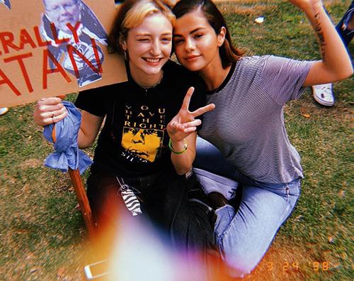 "Selena Gomez 1 Selena Gomez scende in strada per la ""March For Our Lives"""
