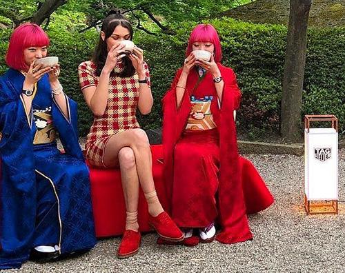 Bella Hadid 1 Bella Hadid saluta il Giappone con un look anni '60