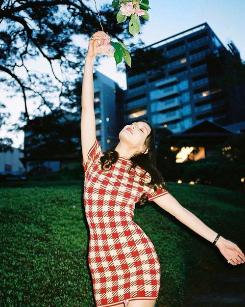 Bella Hadid 2 Bella Hadid saluta il Giappone con un look anni '60