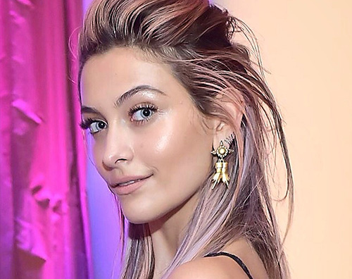 "Paris Jackson 2 Paris Jackson, capelli arcobaleno per il red carpet dei ""Fashion LA Awards"""