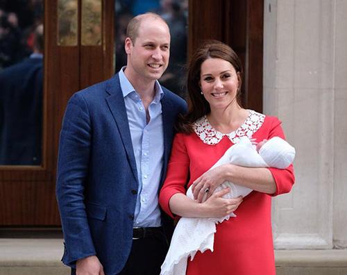 Royal Baby 7 Kate e William presentano il loro terzo principino