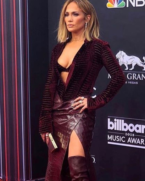 Jennifer Lopez Jennifer Lopez cambia look per i Billboard