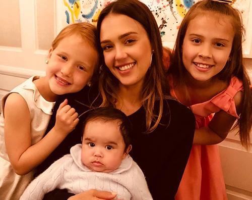 Jessica Alba Jessica Alba, brunch domenicale con i suoi figli