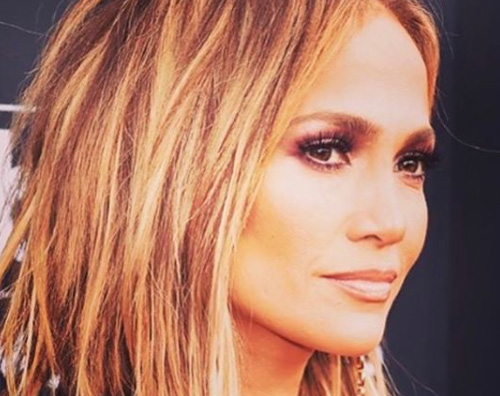 JlO Jennifer Lopez cambia look per i Billboard