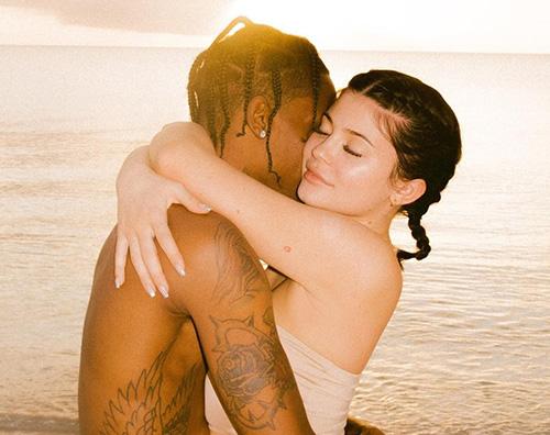 Kylie Cover Kylie Jenner ai Caraibi con la sua famiglia