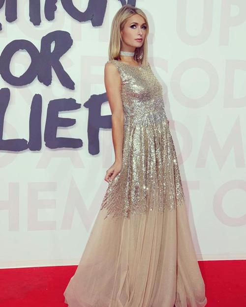 Paris 1 Paris Hilton scintillante a Cannes