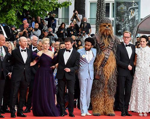 """Solo Cast Cannes 2018: Il cast di """"Solo: A Star Wars Story"""" sbarca sulla Croisette"""