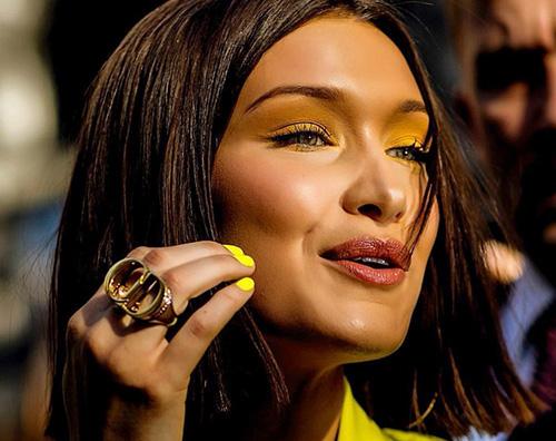 Bella Hadid 4 Bella Hadid cambia look alla sfilata Dior