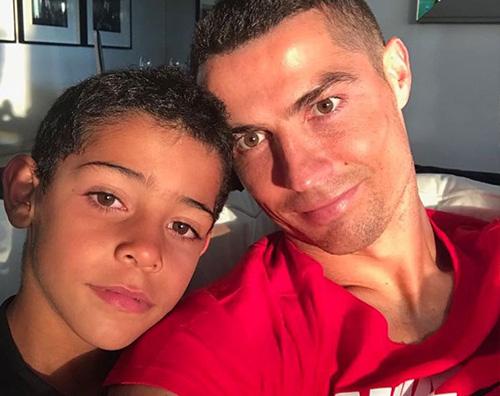 Cristiano Ronaldo 1 Cristiano Ronaldo festeggia il compleanno di Cristiano Jr