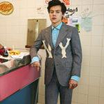 Harru Syles 2 150x150 Harry Styles coccola un gallo nella campagna pubblicitaria di Gucci