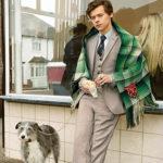 Harry Styles 4 150x150 Harry Styles coccola un gallo nella campagna pubblicitaria di Gucci