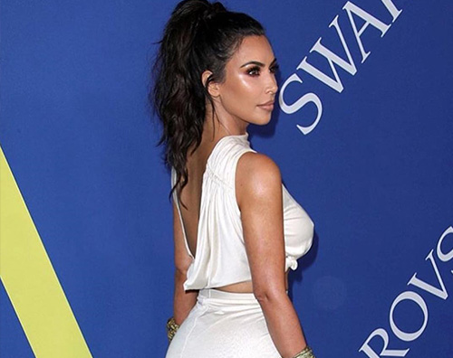 Kim Kardashian Kim Kardashian, una moderna dea greca ai CFDA Awards