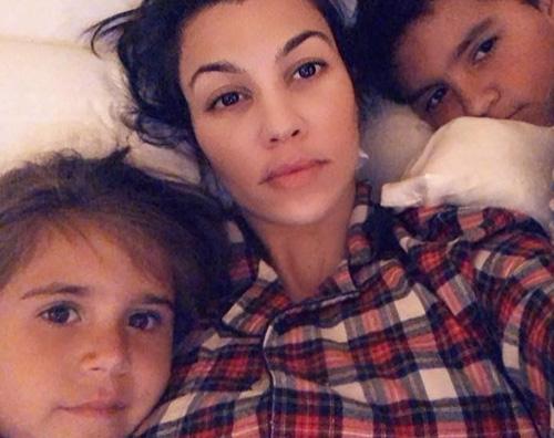 Kourtney 2 Kourtney Kardashian riabbraccia i suoi figli