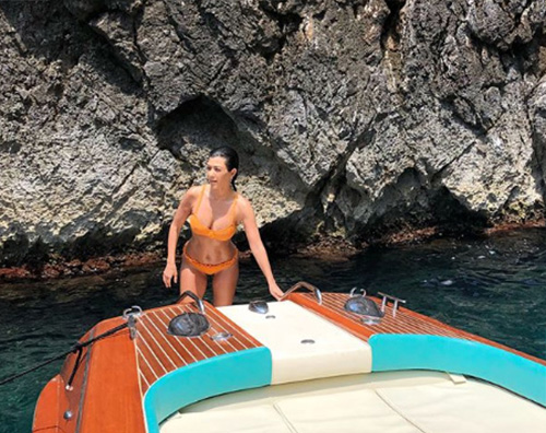 Kourtney 3 Kourtney Kardashian e la dolcevita a Capri