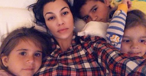Kourtney Kourtney Kardashian riabbraccia i suoi figli