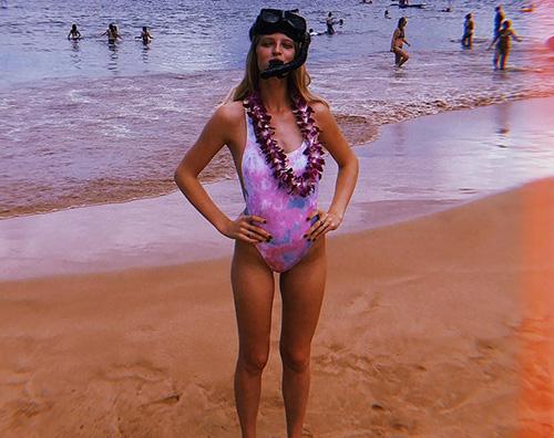 Patrick Schwarzenegger Abby Champion Patrick Schwarzenegger, fuga d'amore alle Hawaii