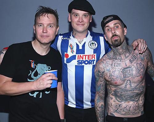 Blin 182 Travis Barker dei Blink 182 coinvolto in un incidente stradale