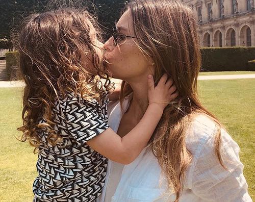 Jessica Biel Jessica Biel bacia il suo Silas a Parigi