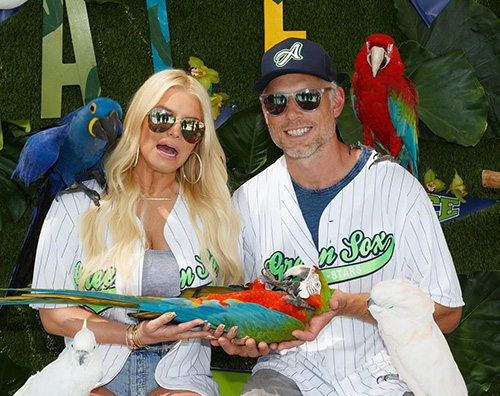 Jessica Simpson Jessica Simpson, pappagalli veri al party di Ace Knute