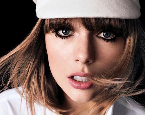 Taylor Swift Taylor Swift è sulla cover di Harper's Bazaar