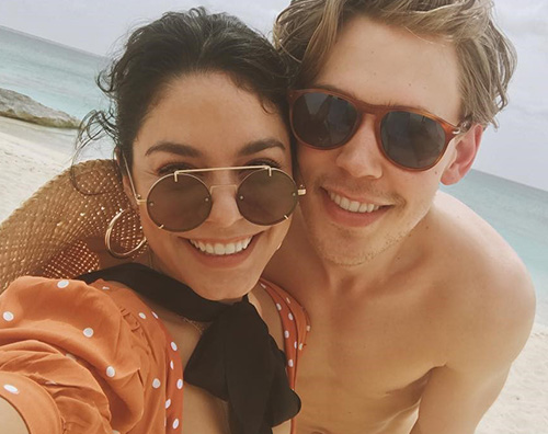 Vanessa Hudgens Vanessa Hudgens felice con Austin Butler