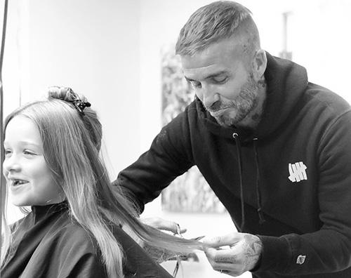 David Beckham David Beckham è un parrucchiere per Harper