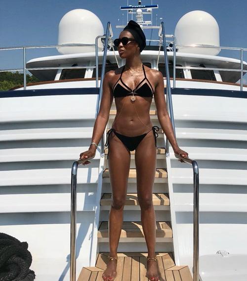 Naomi Campbell Naomi Campbell, una foto in bikini a 48 anni