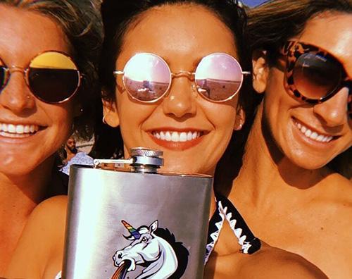 Nina Dobrev 2 1 Nina Dobrev si gode il mare con le amiche