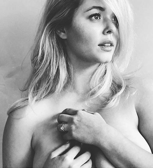 Sasha Pieterse 2 Sasha Pieterse in topless su Instagram