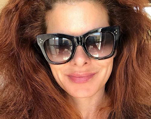 debra messing Debra Messing mostra i suoi capelli al naturale