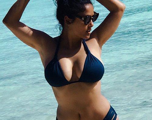 Salma Hayek bikini fisico thegossipers Salma Hayek in bikini su Instagram