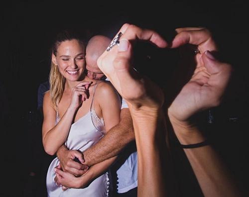 Bar Refaeli 1 Bar Refaeli festeggia tre anni di matrimonio con Adi