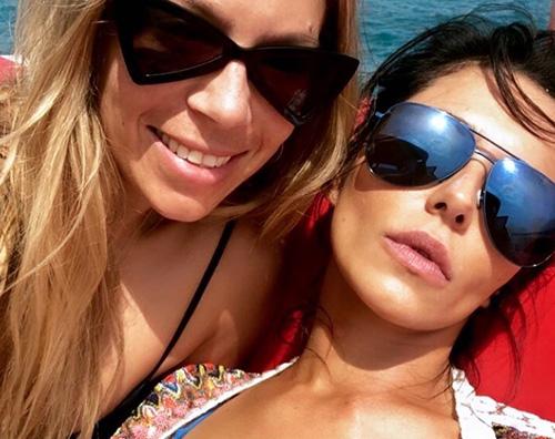 Cheryl Cole Intanto Cheryl Cole si rilassa al mare con le amiche