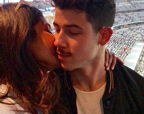 Nick 3 Priyanka Chopra parla del fidanzamento con Nick Jonas