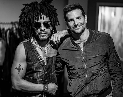 "Bradley Cooper Lenny Kravitz Bradley Cooper supporta Lenny Kravitz durante il ""Raise Vibration Tour"""
