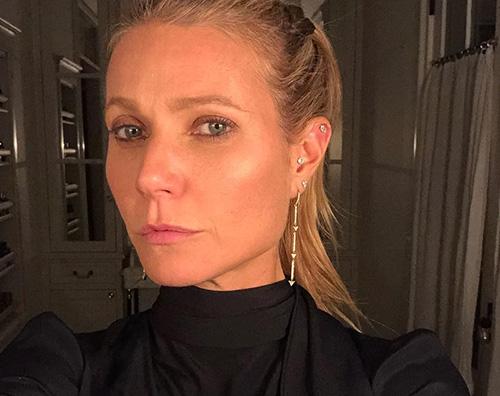 Gwyneth Paltrow 1 Gwyneth Paltrow, selfie con i suoi orecchini scintillanti