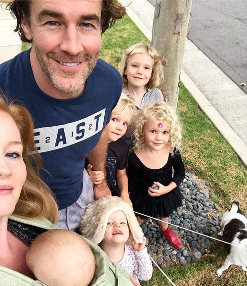 James Van Der Beek Passeggiata con la famiglia per James Van Der Beek