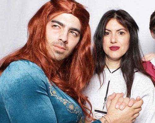 Joe Jonas Joe Jonas è Sansa Starck per Halloween