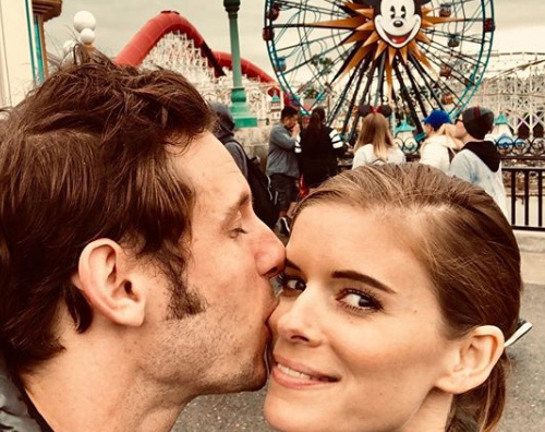 Kate Mara Jamie Bell Kate Mara e Jamie Bell, selfie di coppia a Disneyland