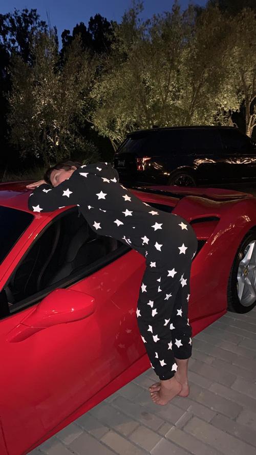Kris Jenner 2 Kylie Jenner ha regalato una Ferrari a mamma Kris