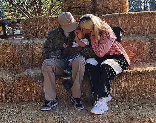 Kylie 2 Kylie Jenner a caccia di zucche con la famiglia